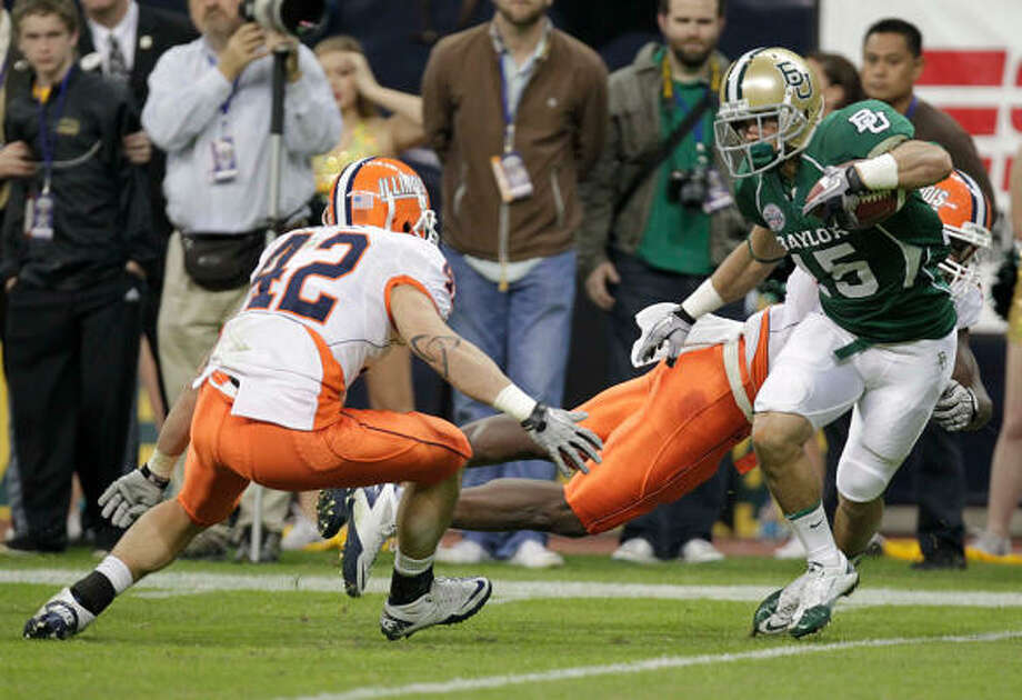 Dec. 29: Illinois 38, Baylor 14Baylor's Krys Buerck, right, attempts to out-run Illinois' Aaron Gress (42) during Wednesday's Texas Bowl at Reliant Stadium. Photo: Mayra Beltran, Chronicle