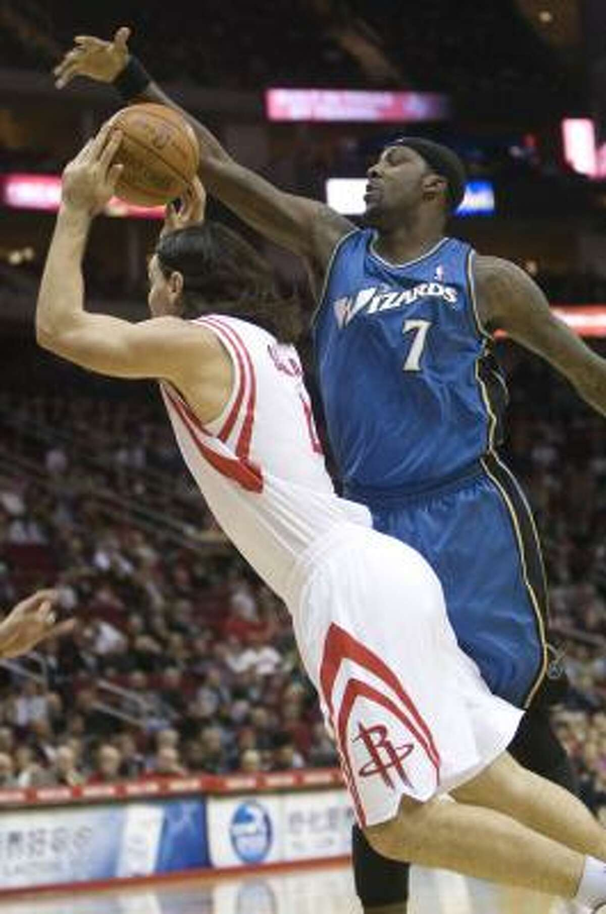 Andray Blatche (7) of the Washington Wizards tries to block a shot by Rocketss forward Luis Scola (4).
