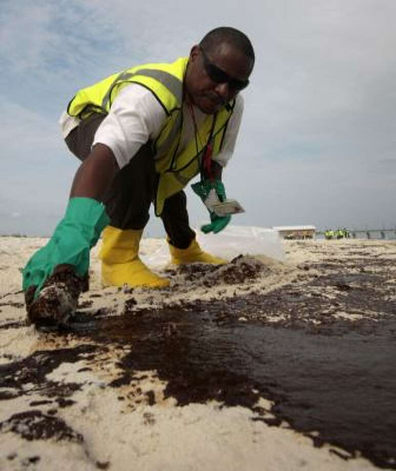 Currently, Texas biologists are hurriedly gathering baseline data on marine life along the beaches and adjacent surf to use in gauging impacts of any oil that reaches the beaches. Photo: Dave Martin, AP