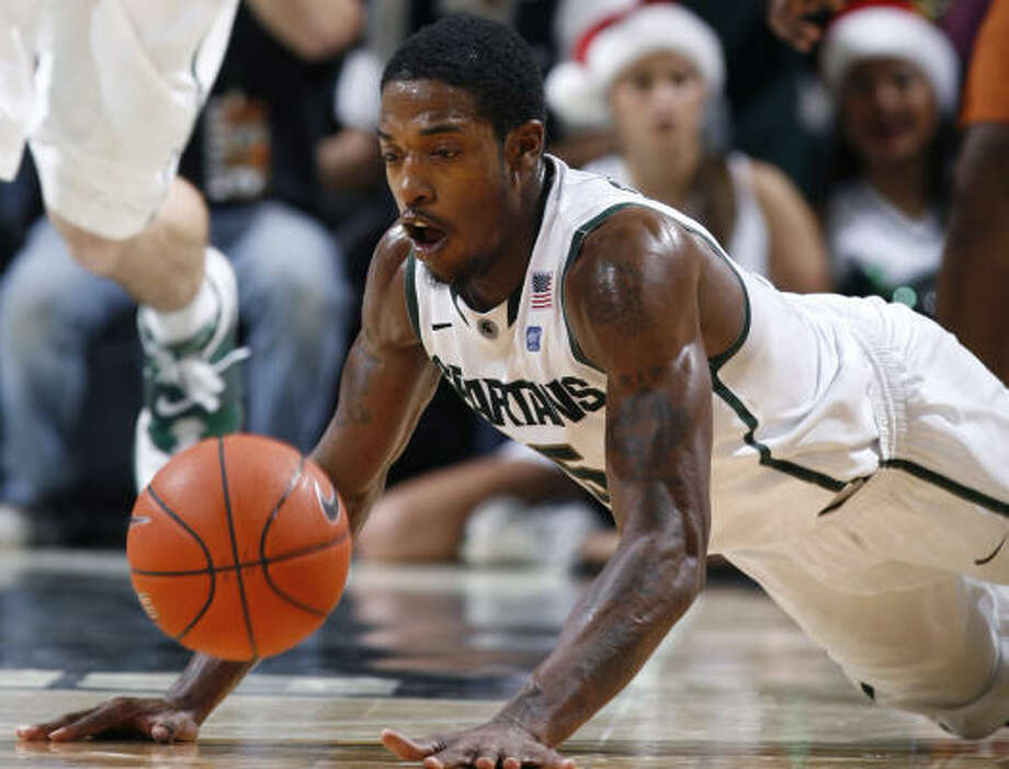 Michigan State's Durrell Summers dives for a loose ball during the second half. Photo: Al Goldis, AP
