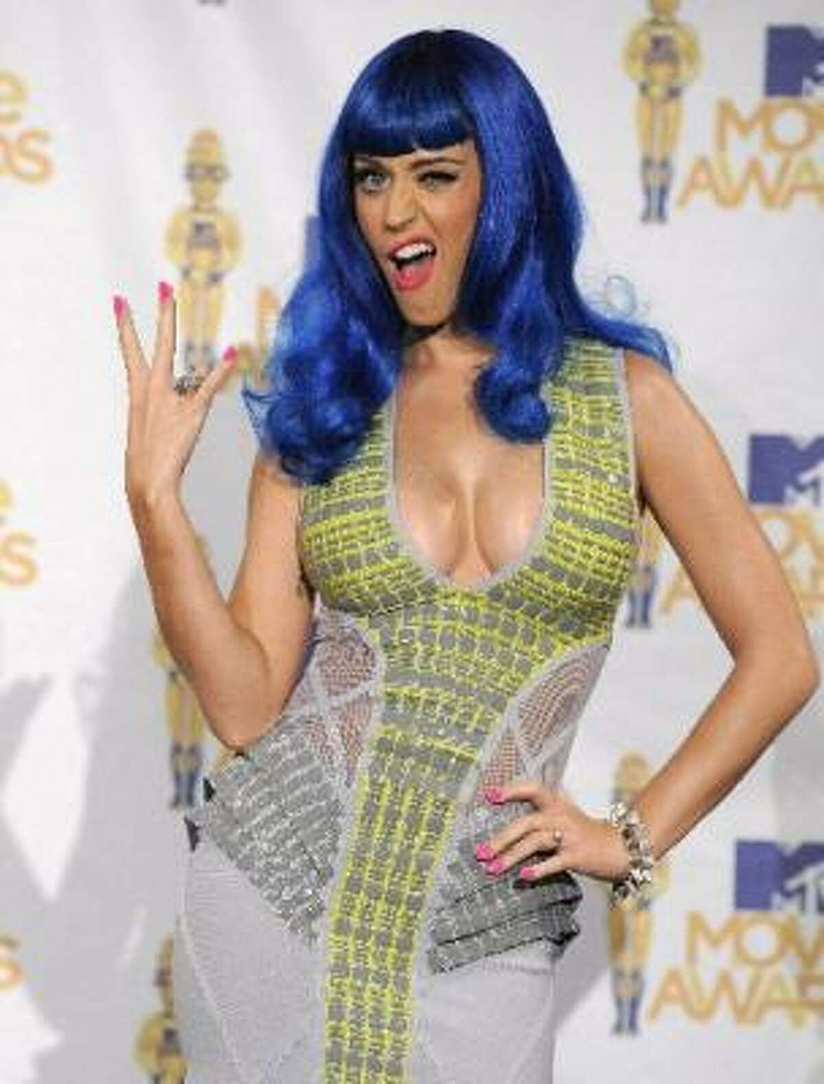 Never mind the blue wig, Katy Perry's dress at the VMA's took our breath away. And that is not a compliment.
