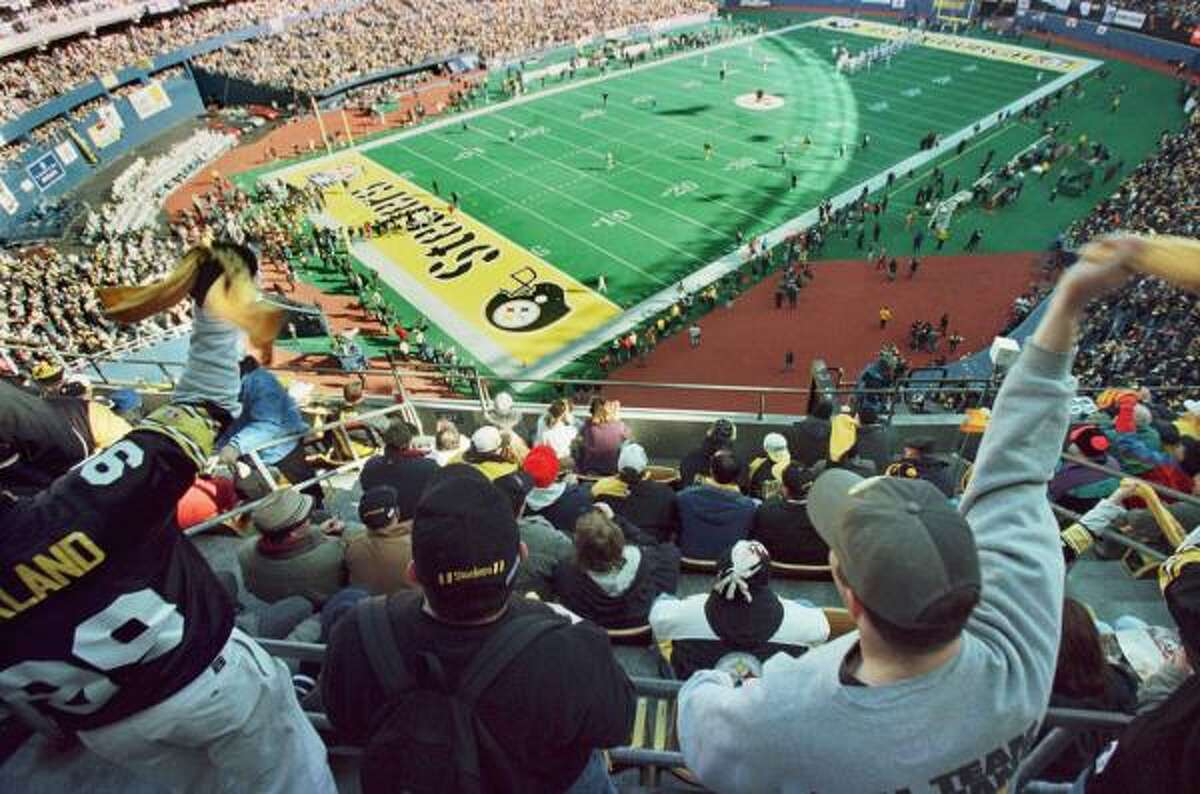 Pittsburgh Steelers 15 seasons to make the playoffs The Steelers, who started playing in 1933, are well known for the passionate fans and the
