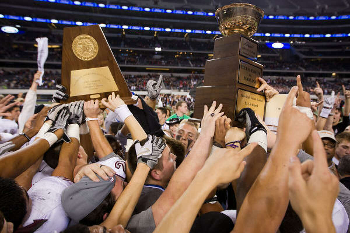 Pearland players celebrate after defeating Euless Trinity for the state title.
