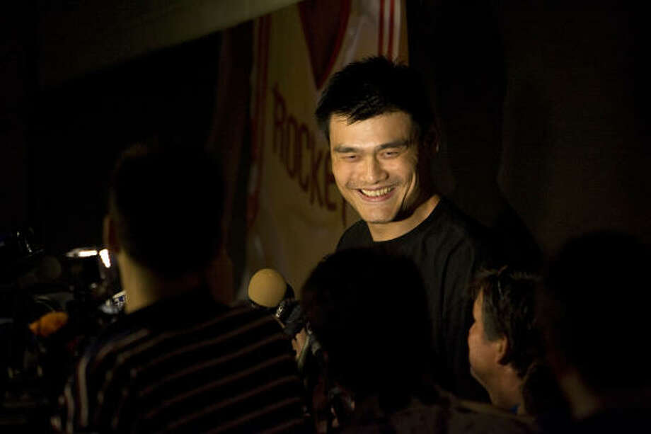 Loyal to RocketsOn June 29, 2010, Yao announced he would play out his contract with the Rockets and not opt for free agency. Photo: Johnny Hanson, Chronicle