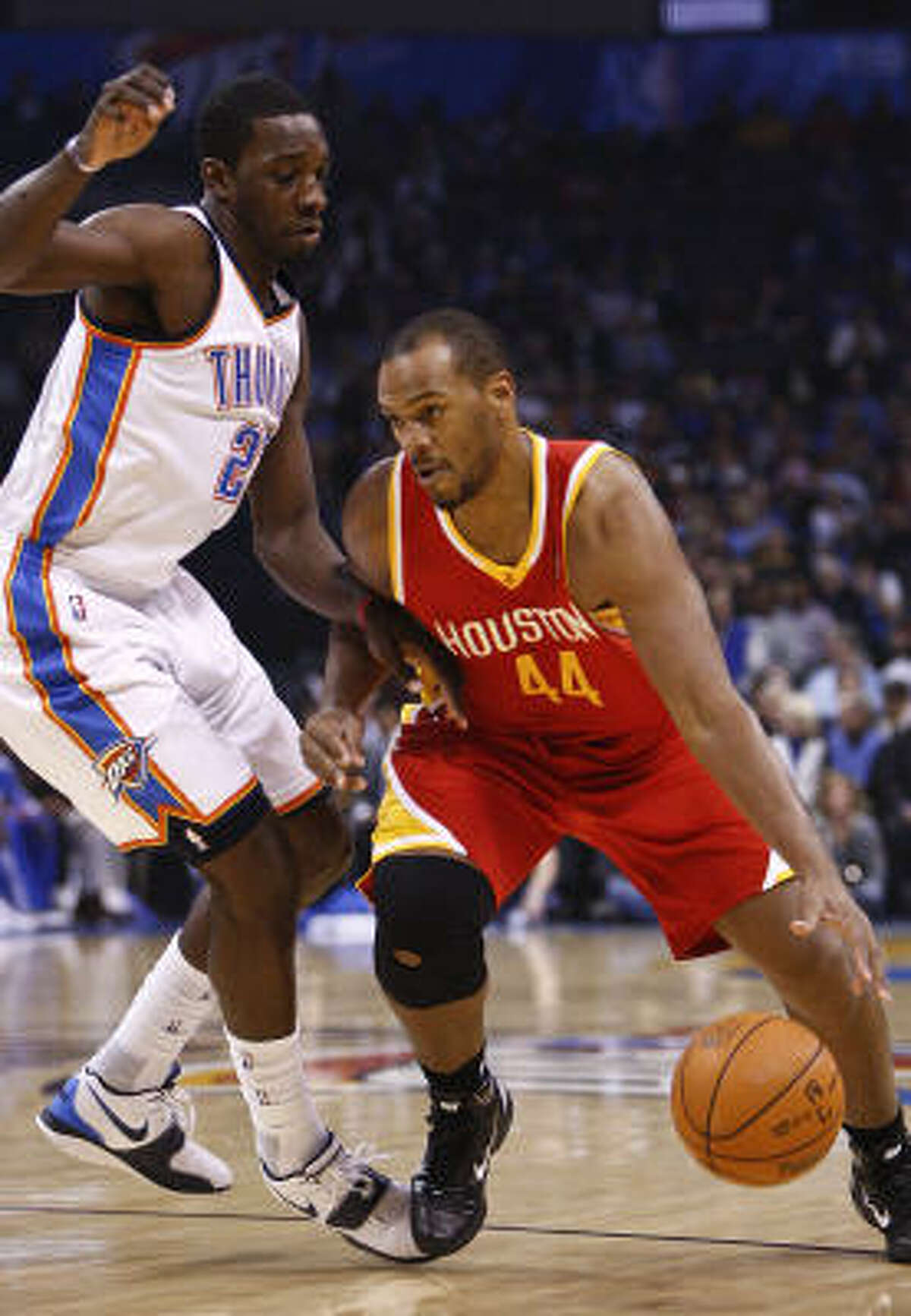 Rockets center Chuck Hayes drives to the basket against Thunder forward Jeff Green.