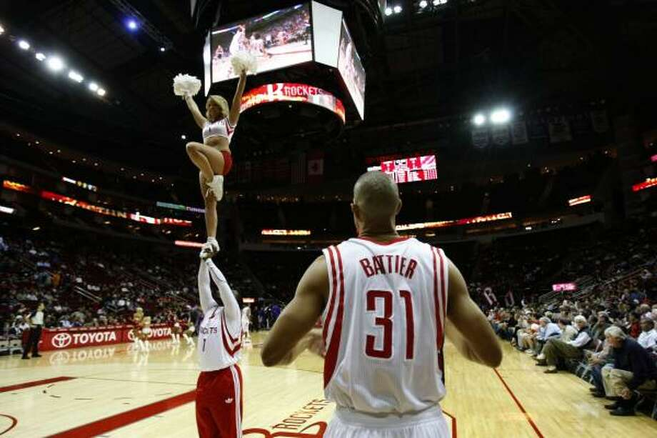 Rockets small forward Shane Battier makes his way onto the court before the Rockets defeated the Kings on Tuesday night. Photo: Johnny Hanson, Chronicle