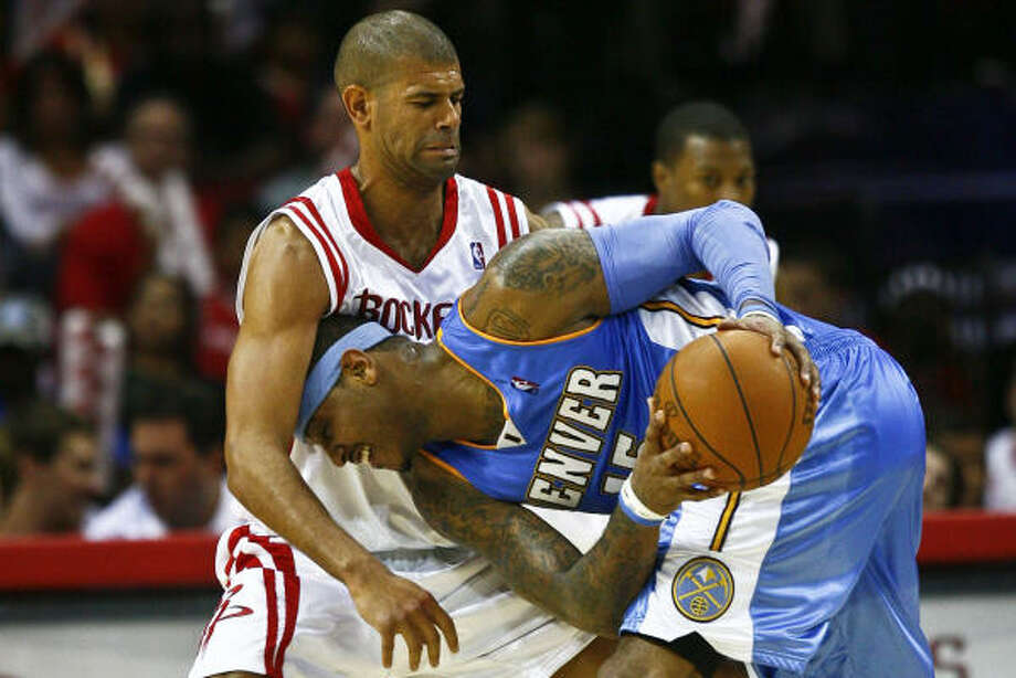 The Rockets' Shane Battier defends against Nuggets forward Carmelo Anthony. Photo: Michael Paulsen, Chronicle