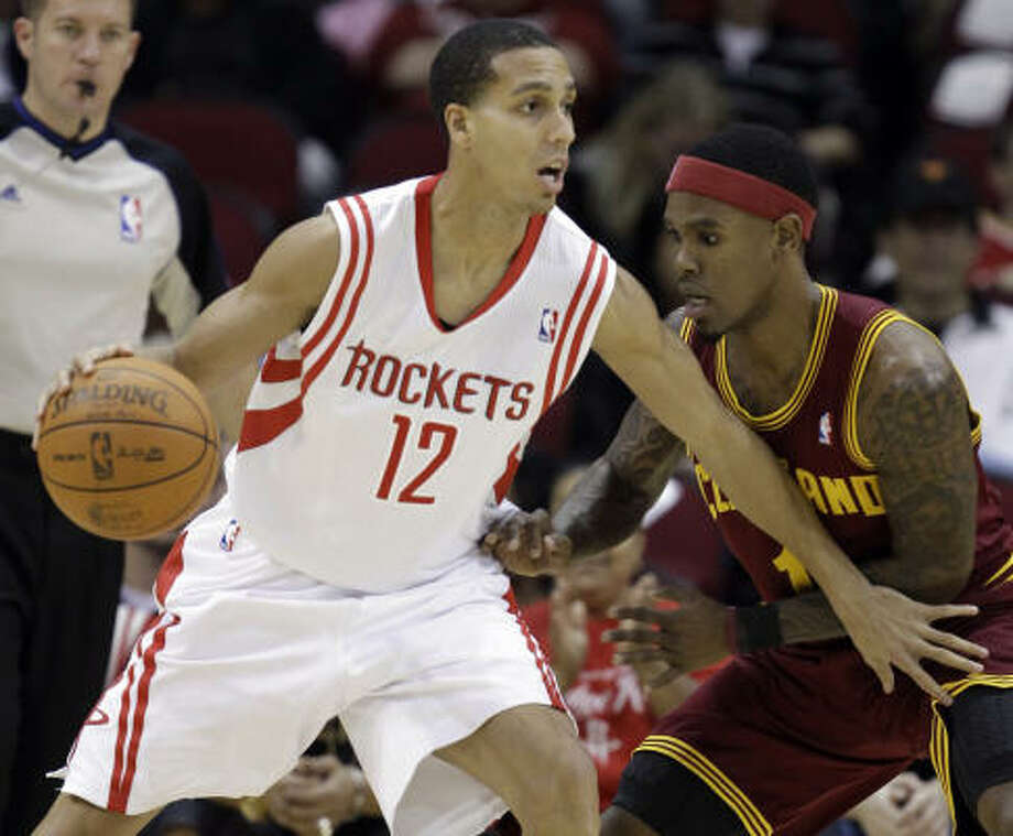 Rockets guard Kevin Martin, left, scored a season-high 40 points on 12 of 19 shooting in the victory. Photo: David J. Phillip, AP