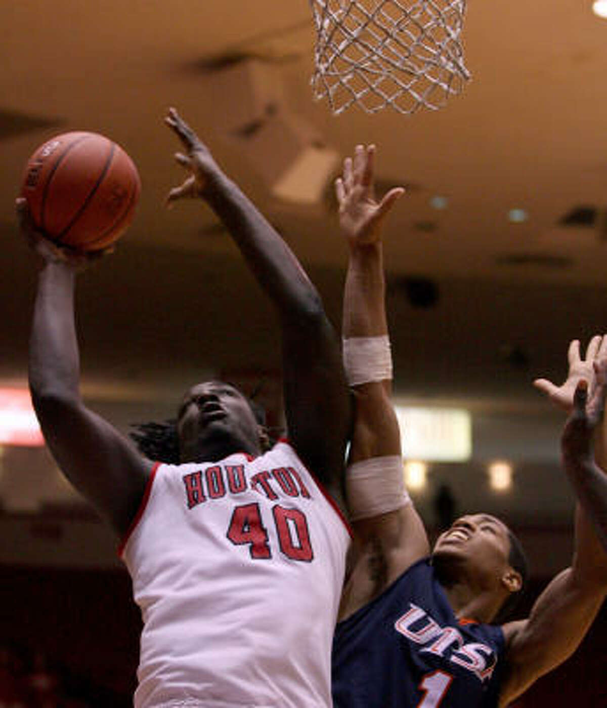 UH forward Kendrick Washington (40) is fouled by UTSA's Stephen Franklin. Washington went to the foul line and missed both free throws that would have tied the game in the last minute.