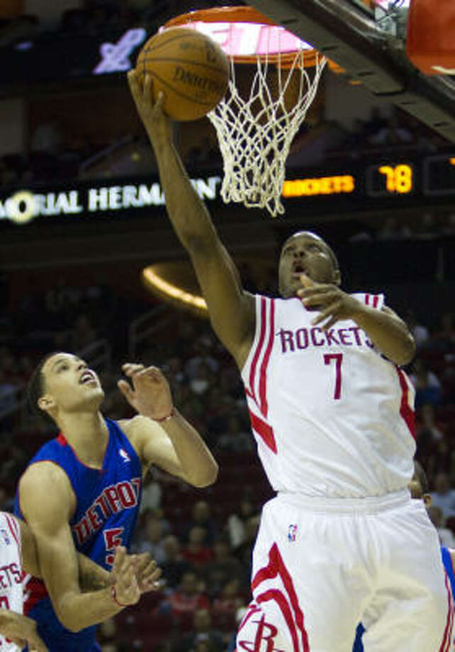 Rockets point guard Kyle Lowry (7) drives past Pistons small forward Austin Daye for a baseline layup during the second half. Photo: Brett Coomer, Chronicle