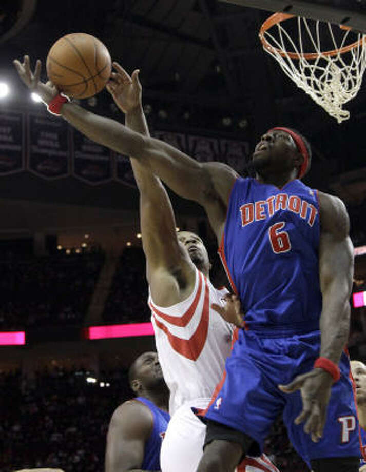 Pistons center Ben Wallace has the ball knocked away by Rockets' Chuck Hayes, left, during the first quarter. Photo: David J. Phillip, AP