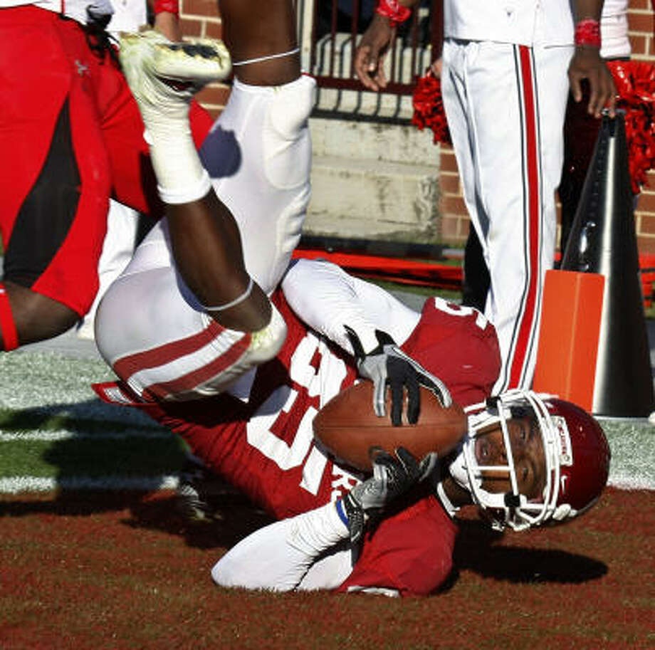 Oklahoma wide receiver Ryan Broyles falls backwards into the end zone with a touchdown against Texas Tech in the second quarter on Saturday. Photo: Sue Ogrocki, AP