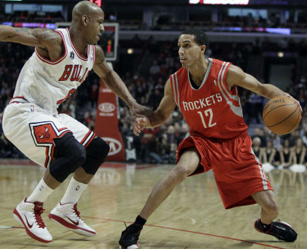 Rockets guard Kevin Martin, right, looks to a pass against Bulls guard Keith Bogans during the first quarter.