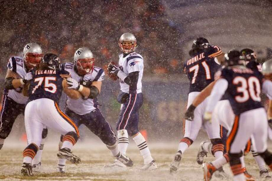 Tom Brady leads the league's best offense and a Patriots team built for bad weather. Photo: Dilip Vishwanat, Getty Images