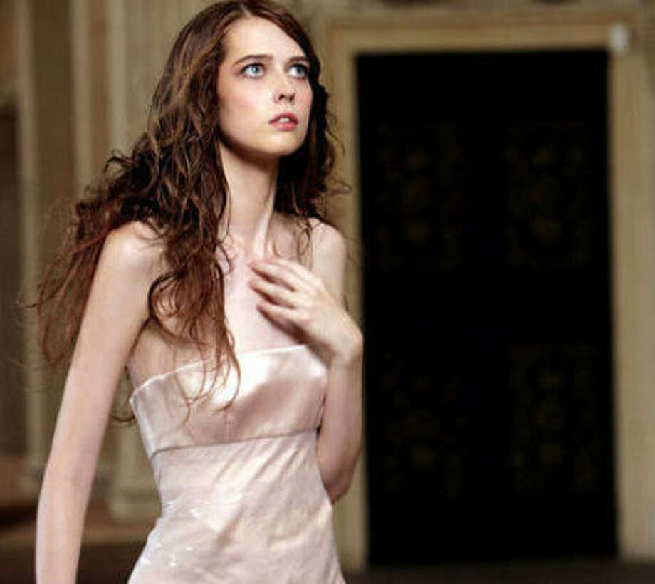 America's Next Top Model Cycle 15 winner- Ann Ward's waist is so small, when measured at the beginning of the season, Miss J. Alexander could connect the the thumb and forefinger of both his hands around her torso. Photo: The CW