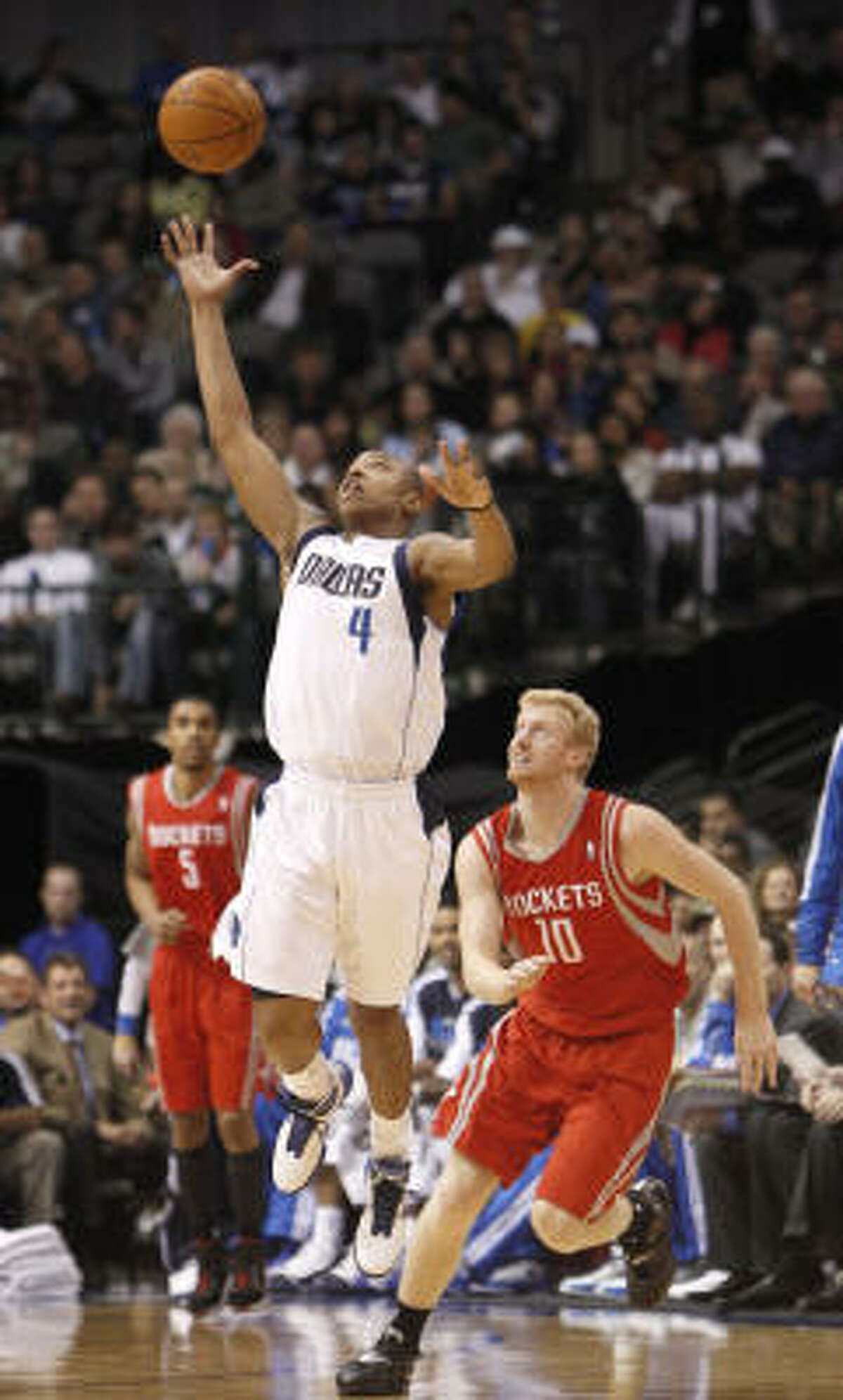 Mavericks small forward Caron Butler (4) steals the ball in front of Rockets small forward Chase Budinger (10).