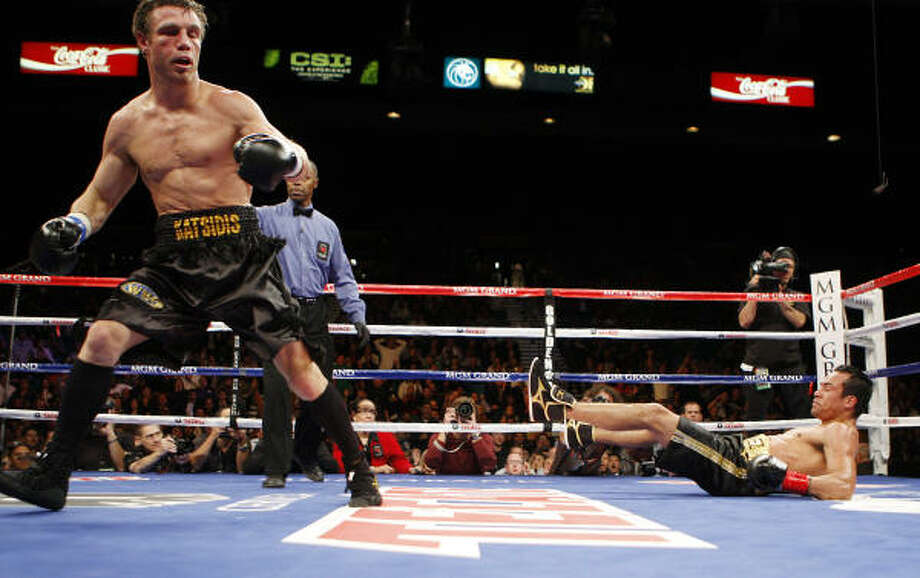 Michael Katsidis moves to a neutral corner after knocking down Mexican legend Juan Manuel Marquez in the third round. Photo: Isaac Brekken, AP