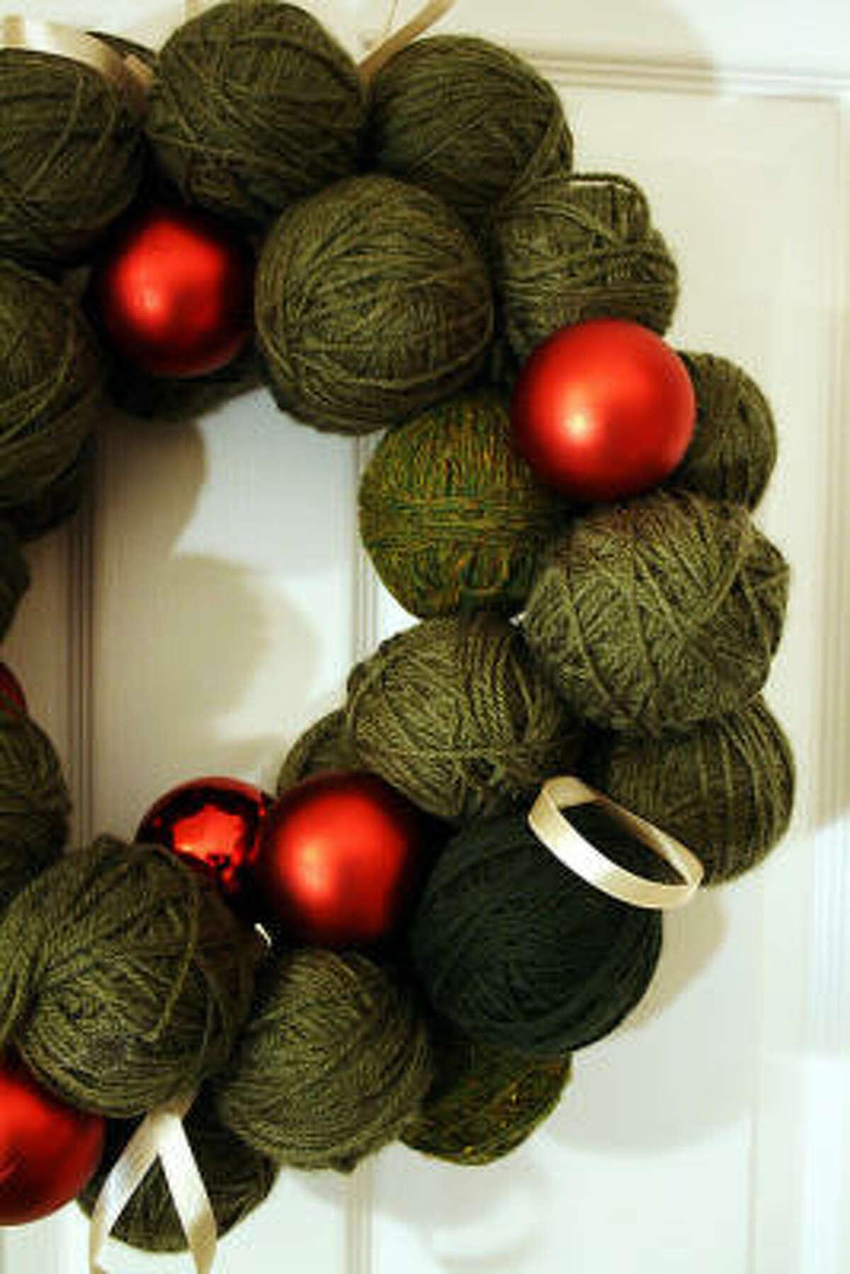 DIY: Holiday yarn wreath