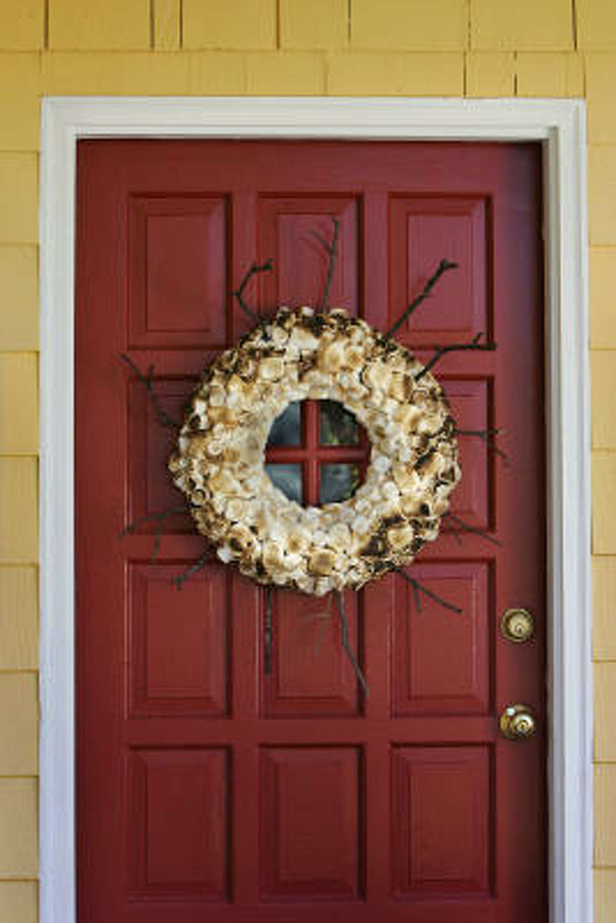DIY: For the non-traditional, sweet-toothed crafter: Use toothpicks to adhere marshmallows to a wreath, then toast away.