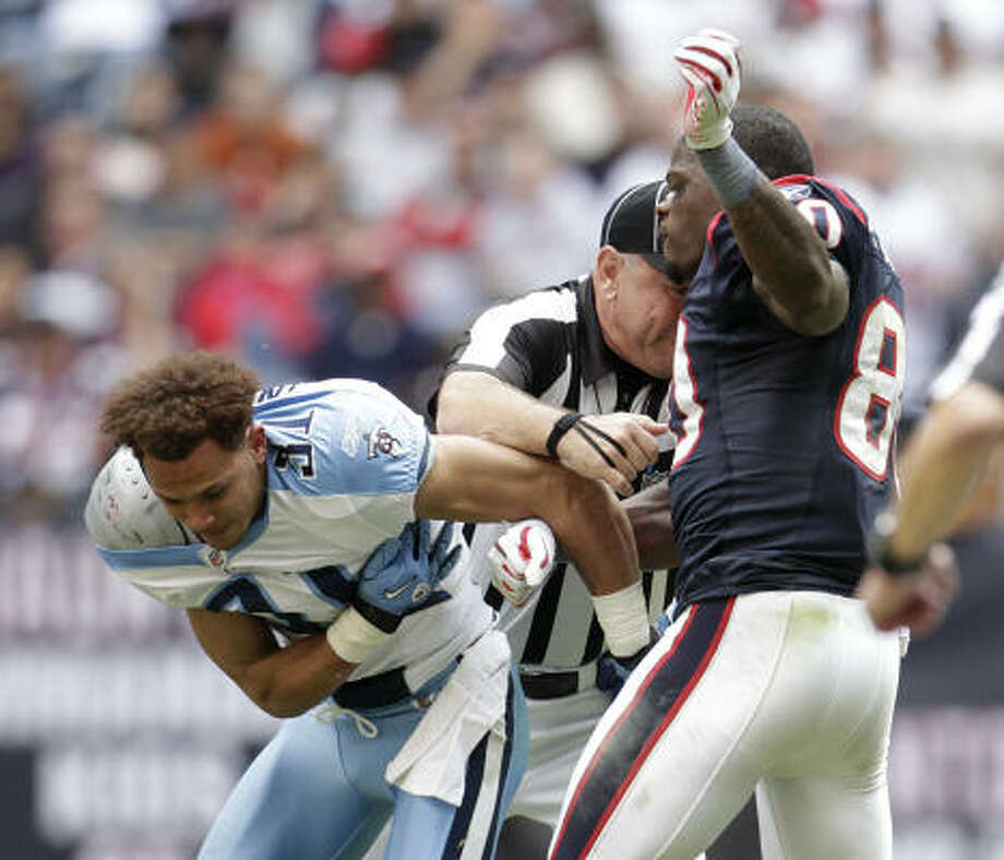 Cortland Finnegan:Why the hate? The Titans cornerback's dustups with Texans receivers Andre Johnson have quite a few fans wanting to join Johnson and throw a punch or two. Photo: Karen Warren, Chronicle