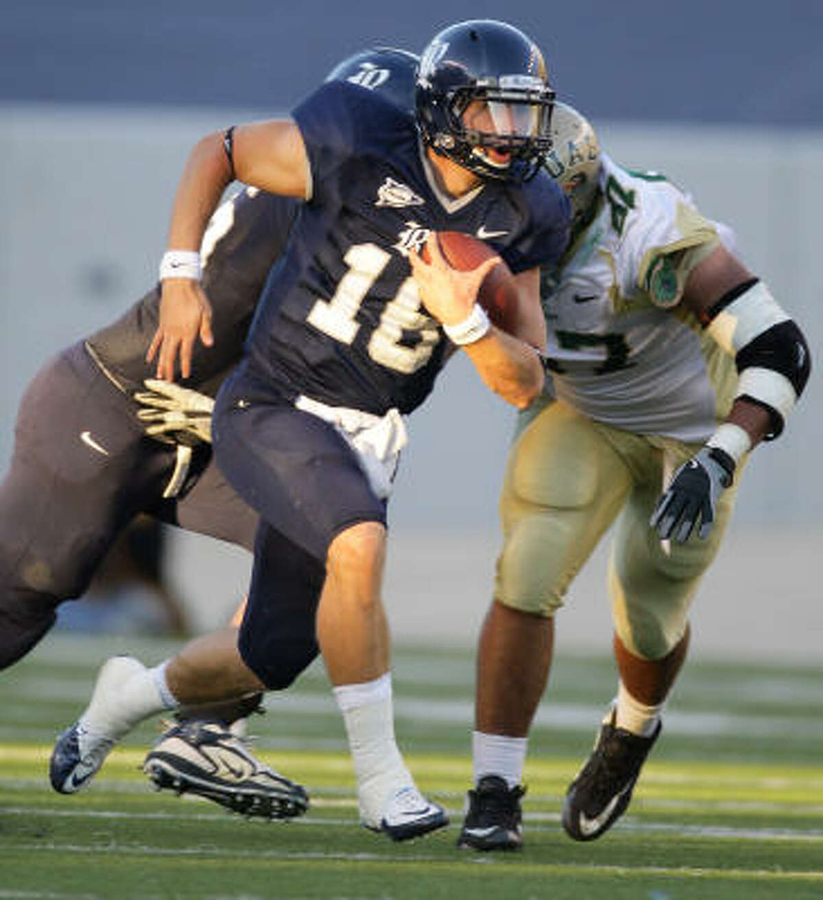 Rice quarterback Taylor McHargue runs for a first down as he drove the offense to a touchdown in the fourth quarter.