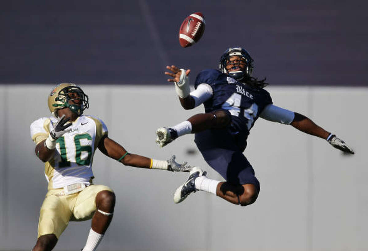 Rice safety Chris Jones almost gets an interception as he breaks up a pass intended for UAB's Patrick Hearn in the first quarter.
