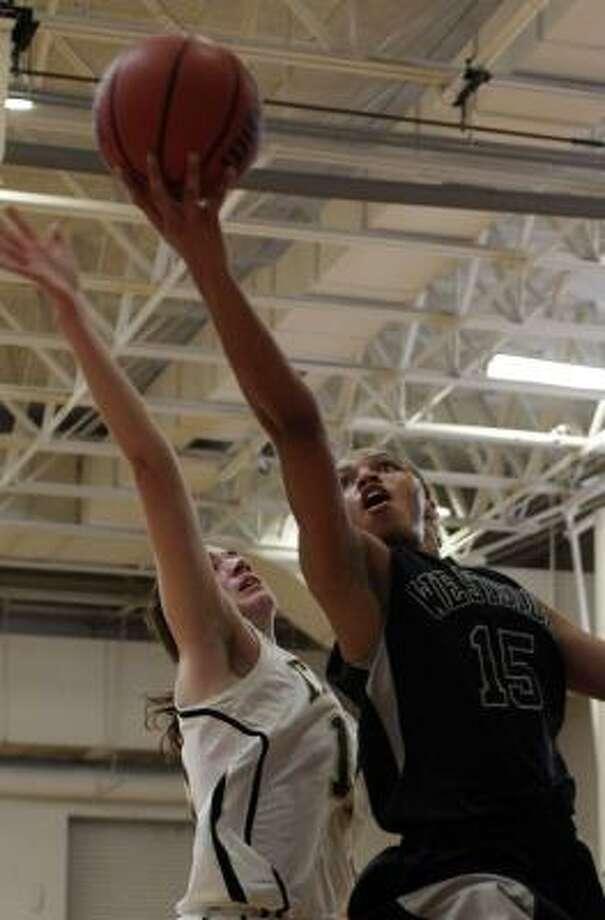 Westside's Tiffany Davis (15) drives to the hoop past St. Agnes' Kellie Pressler. Photo: Johnny Hanson, Chronicle