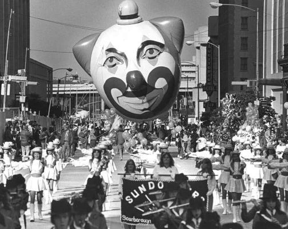 Scene from the 1980 Foley's Thanksgiving Day Parade. Photo: John Everett, Chronicle File