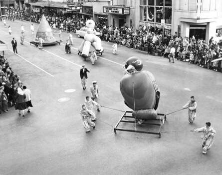 Scene from the 1956 Foley's Thanksgiving Day Parade. Photo: Chronicle File