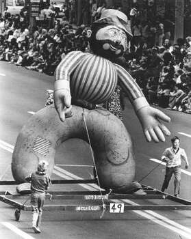 Float during the 1973 Foley's Thanksgiving Day Parade. Photo: Tom Colburn, Chronicle File