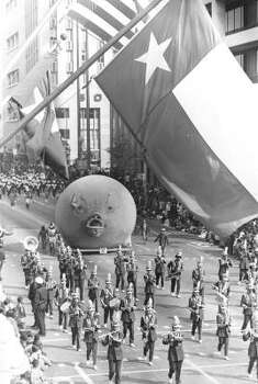 Pig balloon during the 1971 Foley's Thanksgiving Day Parade. Photo: Tom Colburn, Chronicle File