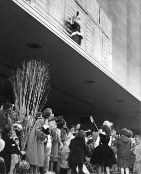 It's the high point of the parade Santa Claus addresses parade goers atop a Foley's canopy following the 1960 Foley's Thanksgiving Day Parade. Photo: Chuck Farmer, Post File