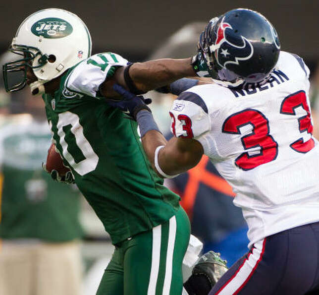 Jets wide receiver Santonio Holmes (10) gets past Texans safety Troy Nolan on his way to a 41-yard t