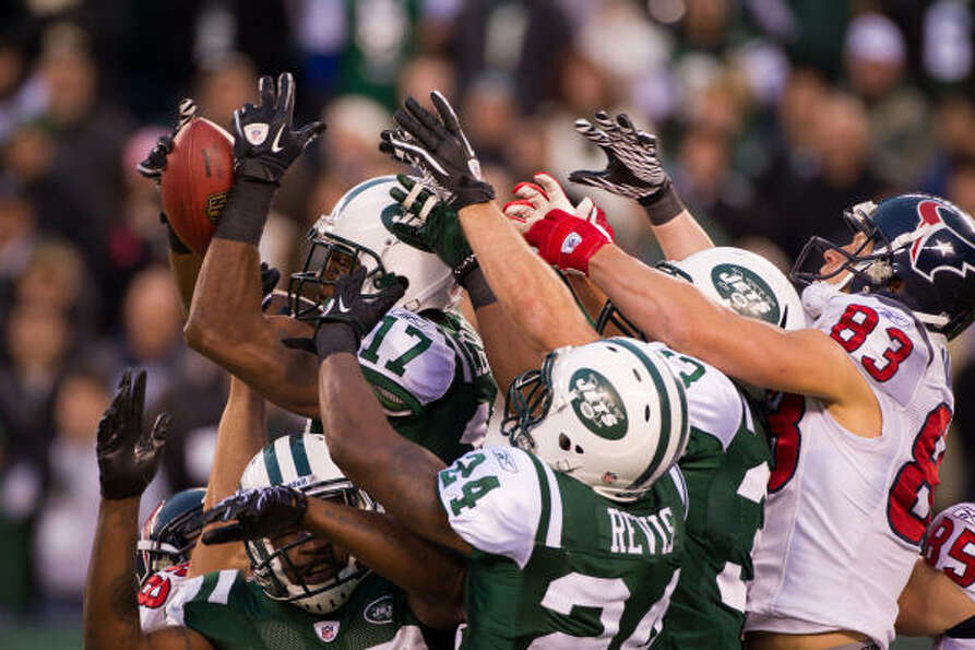 Jets wide receiver Braylon Edwards (17) plays defense as he knocks down a Hail Mary pass intended fo