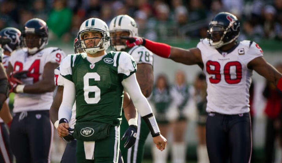 Texans defensive end Mario Williams (90) points toward Jets quarterback Mark Sanchez (6) after the Jets were called for a penalty during the second quarter. Photo: Smiley N. Pool, Chronicle
