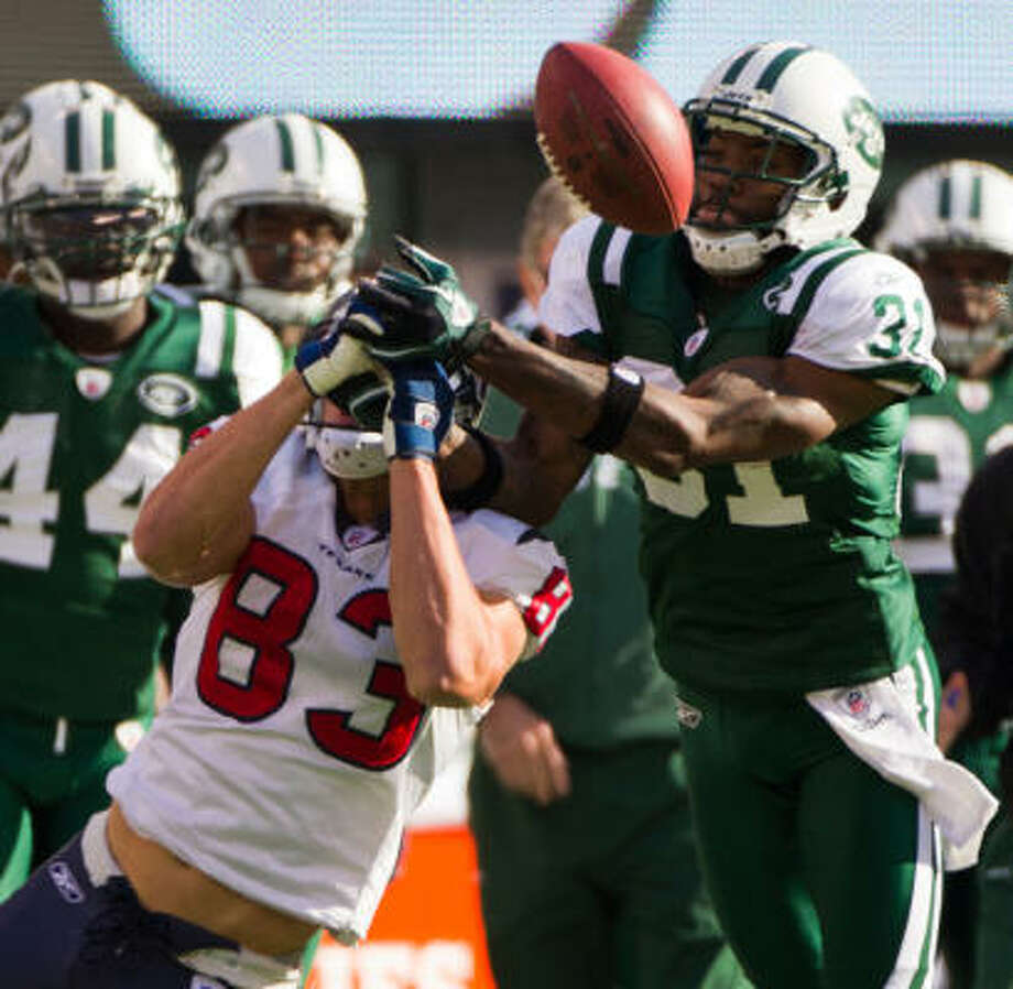 Jets cornerback Antonio Cromartie (31) breaks up a pass intended for Texans wide receiver Kevin Walter (83). Photo: Smiley N. Pool, Chronicle