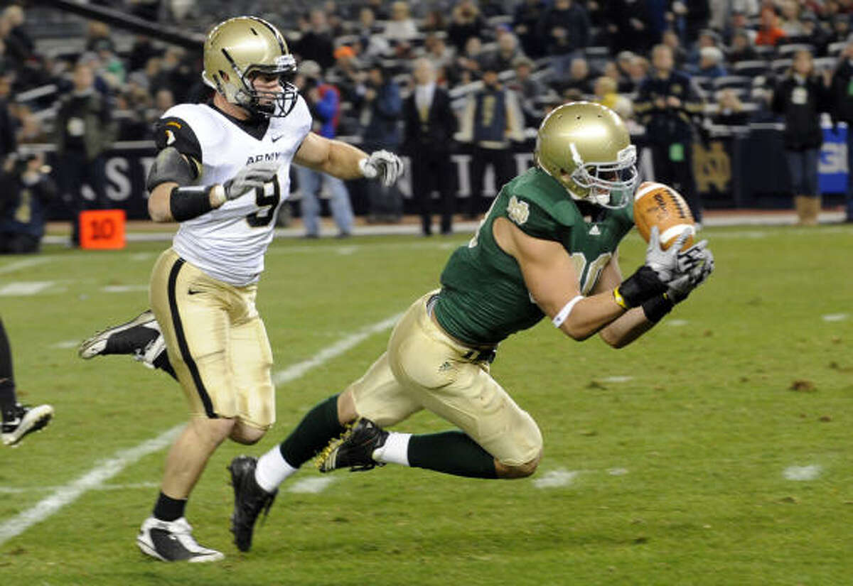 Notre Dame's Tyler Eifert, right, catches a 35-yard pass from quarterback Tommy Rees in front of Army's Steven Erzinger to put Notre Dame on Army's 1-yard line in the second quarter.