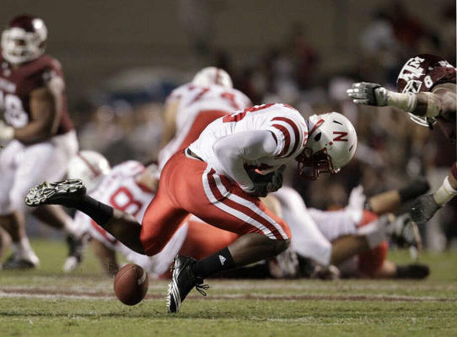 Nebraska's Quincy Enunwa (18) stumbles over a pass intended for him during the second quarter. Photo: Karen Warren, Chronicle