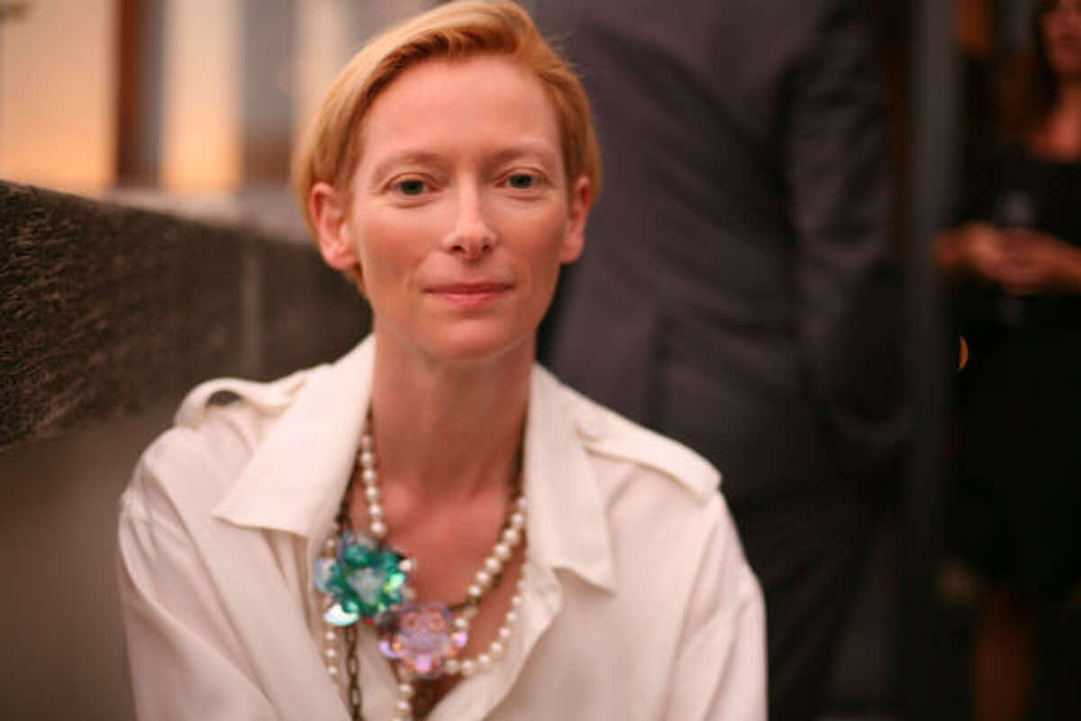 Tilda Swinton lives in a house with her children and their father, playwright John Byrne. Her lover, artist Sandro Kopp lives with the family as well.