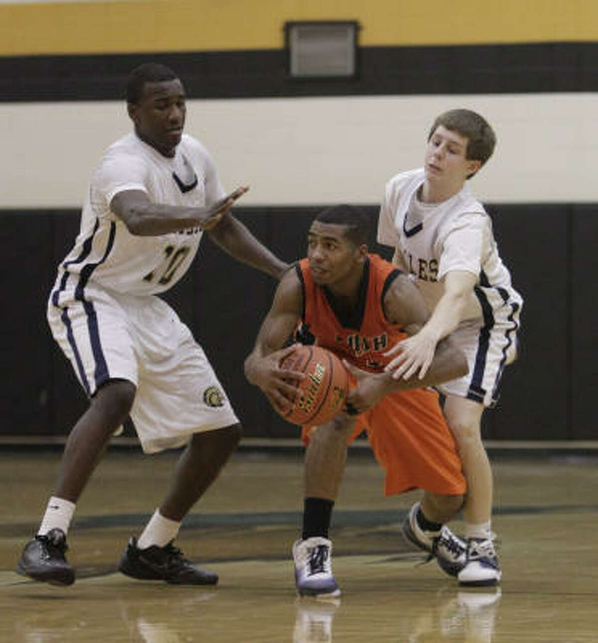 Bush's Rodshard Davis, center, tries to get past the double team of Second Baptist's Charles Allen, left, and Tim Williams.