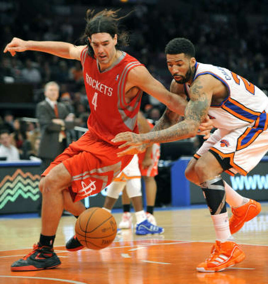 Rockets forward Luis Scola (4) and Knicks forward Wilson Chandler (21) scramble for a loose ball. Photo: Kathy Kmonicek, AP