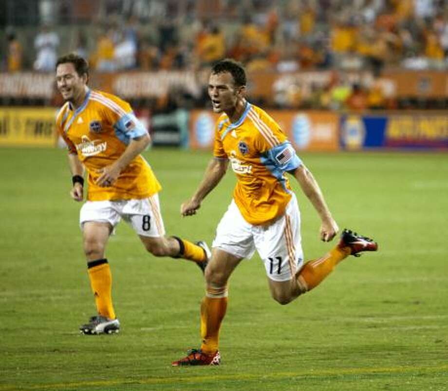 Midfielder Brad Davis (11) scored , but the Dynamo lost 2-1 to the Earthquakes. Photo: Bob Levey, Getty Images