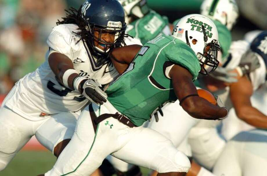 Rice defensive end Jared WIlliams (97) moves in to tackle North Texas running back Lance Dunbar. Photo: DAVID MINTON, AP