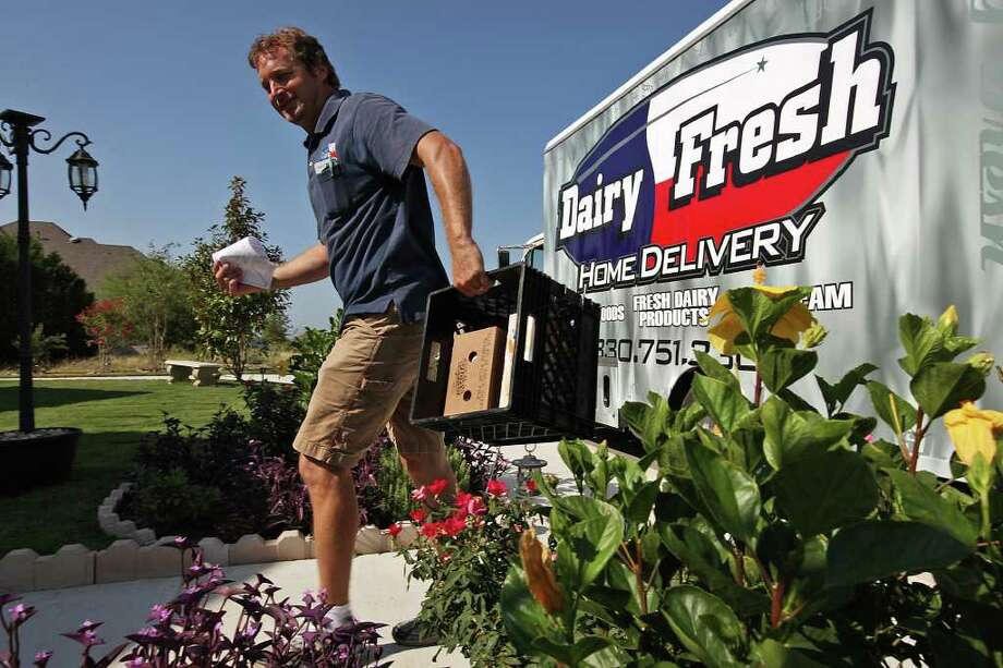 "Darren ""The Milkman"" Chelin makes a delivery in the Alamo Ranch area of the city's far Northwest Side. Photo: JERRY LARA, San Antonio Express-News / SAN ANTONIO EXPRESS-NEWS"