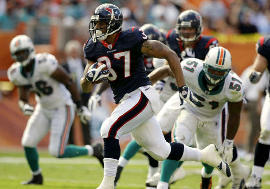 Arian Foster delivered a breakout performance against Miami, assuring him another hard look when the New England Patriots visit this weekend with a possible playoff berth on the line for the Texans. Photo: Brett Coomer, Chronicle