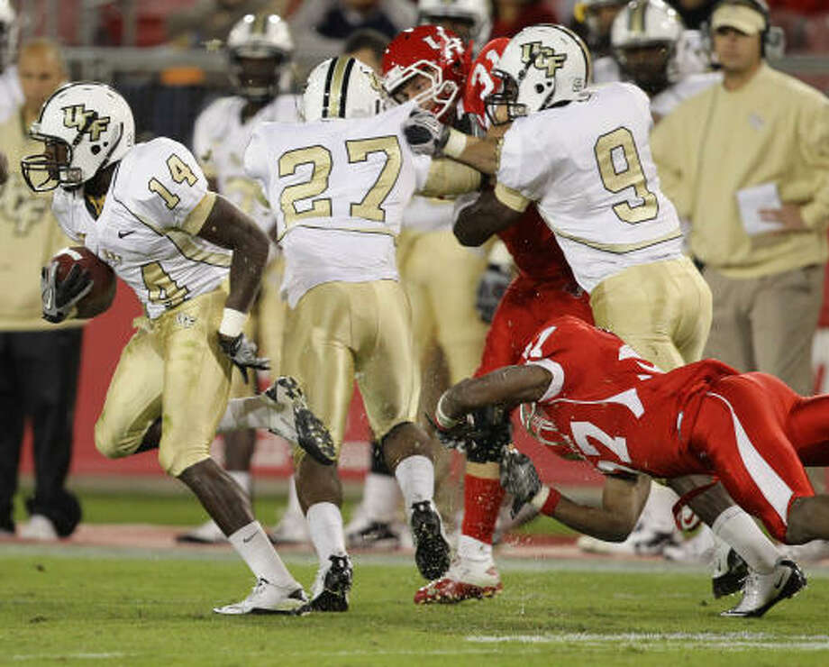 UCF kick returner Quincy McDuffie (14) had no problem getting extra yards. Photo: Nick De La Torre, Chronicle