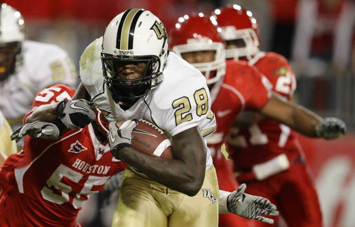 Central Florida running back Latavius Murray (28) breaks through the tackle of Houston defensive tackle Marcus McGraw's (55) for a touchdown.