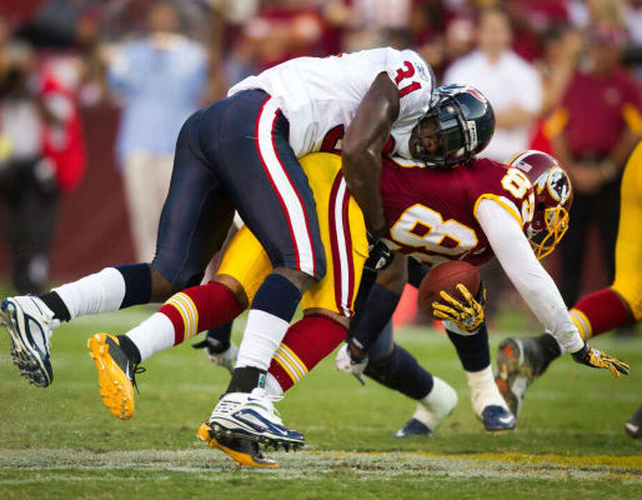 Texans safety Bernard Pollard isn't fooled by a reverse as he brings down Redskins receiver Santana Moss for a loss. Photo: Smiley N. Pool, Chronicle