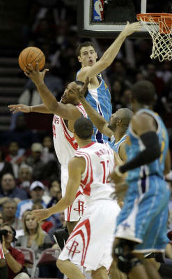 Rockets forward Chuck Hays tries to get a hand on a rebound during the first half. Photo: Karen Warren, Chronicle