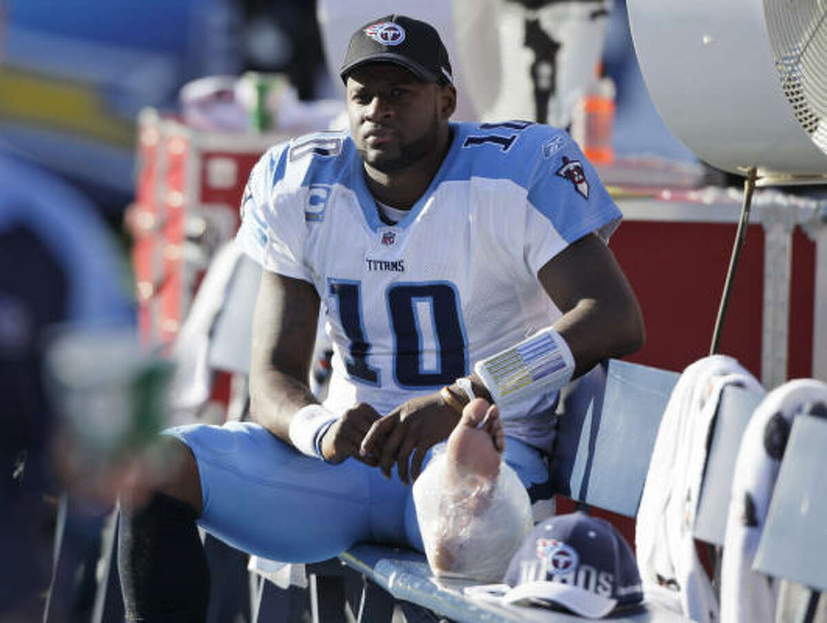 Oct. 31: Chargers 33, Titans 25 Titans quarterback Vince Young threw for 253 yards and two touchdowns before re-injuring his ankle during the second half.